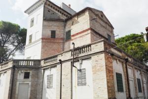 esterno Villa Abbati Tirone Lombardi - vista posteriore