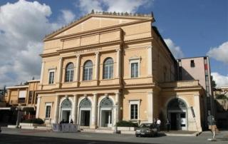 Faccia anteriore del teatro dell'Aquila