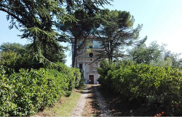 Vista anteriore del Villa Abbati Tirone Lombardi